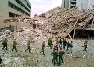 Резултат с изображение за атентати срещу американските посолства в Найроби (Кения),