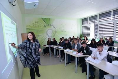 Министерството на образованието и науката инвестира в учителите, за да бъде подсигурена системата с креативни и можещи кадри. СНИМКА: Йордан Симeонов