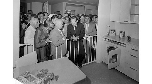 Сексът и кухнята по време на соца. Пълен анализ на епичната битка между комунизма и капитализма