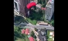 Двоен скок с парашут от сграда