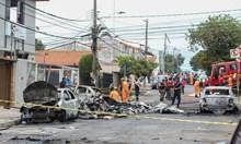 Самолет се разби на улица в Бразилия, има жертви (Снимки)
