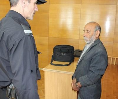 Съпругът на жертвата Колю русев не се признава за виновен Снимки: Ваньо Стоилов