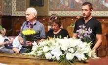 Десетки се сбогуват с Асен Гаргов (Снимки + видео)