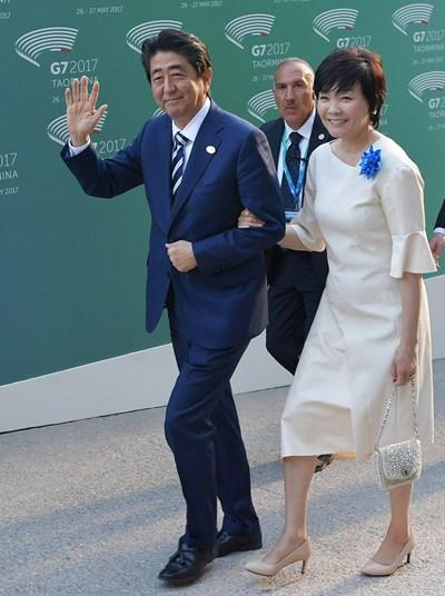 Японският премиер Шиндзо Абе със съпругата си Аки Абе