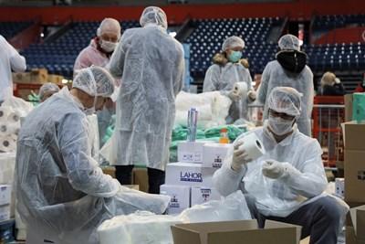 Лекари и доброволци в полева болница в Белград СНИМКА: Ройтерс