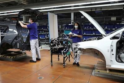 Volkswagen започва поетапно възобновяване на производството