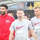 Джеймс (вляво) игра в благотворителния мач на Берба в София