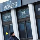 Към 22 ч. (23 ч. българско време) снощи нападателят първо влязъл в бар, където се предлагат наргилета. В него е работил българинът Калоян Велков СНИМКИ: РОЙТЕРС