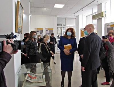 Симеон Сатскобургготски, съпругата му и вицепрезидентът Илияна Йотова дойдоха на откриването на изложбата. Снимка прессекретариат на държавния глава