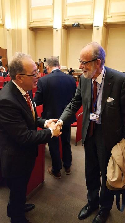 Бранимир Ботев, изпълнителен директор на Европейския институт за стратегии и анализи разговаря с Барон Бернард Сноа, президент на Европейската лига за икономическо сътрудничество.