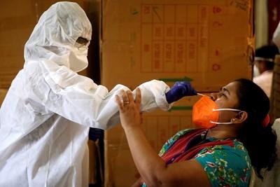Индия отчете рекордно увеличение в броя на заразените с коронавирус - 97 894 СНИМКА: Ройтерс