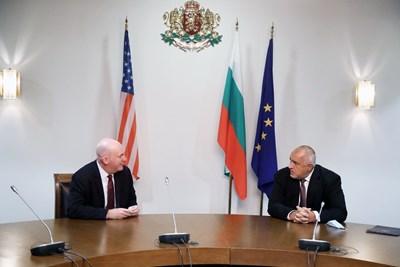 Борисов обсъди с помощник държавния секретар на САЩ по политико-военните въпроси Кларк Купър стратегическото партньорство между двете страни. Снимка правителствена пресслужба