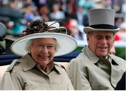 Кралица Елизабет и принц Филип  СНИМКА : Ройтерс