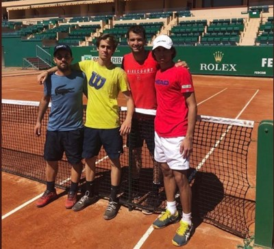 Григор Димитров тренира в Монте Карло с млади таланти от центъра на известния треньор Рикардо Пияти.