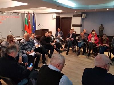 Соцлидерката Корнелия Нинова и нейният заместник Кирил Добрев, които ще застанат един срещу друг в битката за председател на БСП, бяха поканени на дискусията.
