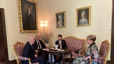 Симеон ІІ и посланик Митрофанова обсъдиха развитието на връзките между България и Русия  Снимка: Посольство России в Болгарии