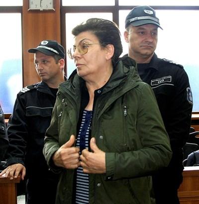 Иванка Ройдова пред съда  СНИМКИ: НАТАША МАНЕВА И РАДКО ПАУНОВ