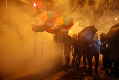 Политическата криза в бившата британска колония поставя в опасност хонконгската икономика и може да има по-тежки последици от тези на финансовата криза от 2008 г. Снимка РОЙТЕРС