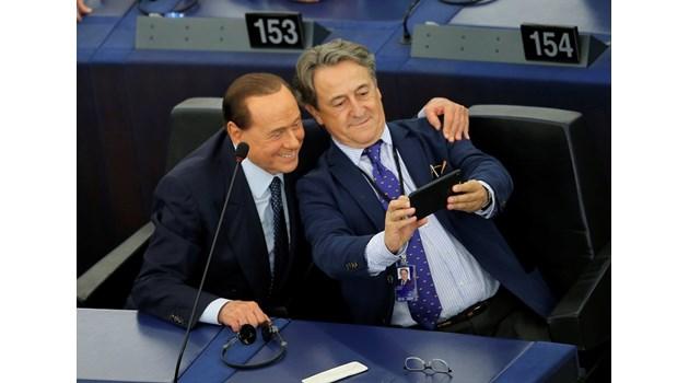 Берлускони: Посрещнаха ме като звезда в Европарламента, направихме си много селфита