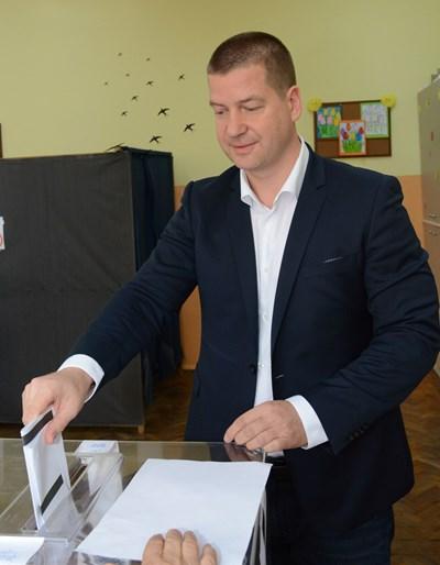 След като гласува в неделя, Живко Тодоров довери, че отива на разходка в парк Аязмото. СНИМКА: Ваньо Стоилов