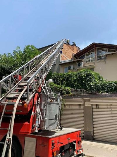 Пожарникарите успяха да  овладеят ситуацията.