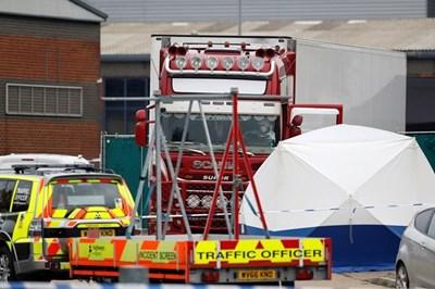 Oткритият в графство Есекс камион с 39 човешки тела е с българска регистрация СНИМКА: РОЙТЕРС