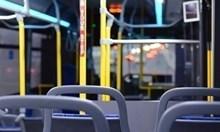 Контрольорка държа пълен автобус в Бургас като заложник, търси си парите