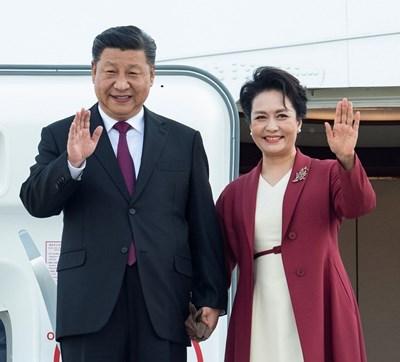 Kитайският президент и съпругата му  СНИМКА: Ройтерс