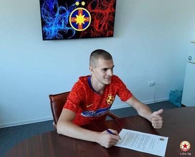Бранителят премина днес медицински прегледи и подписа личния си контракт с бившия европейски клубен първенец. Снимки официален сайт на ЦСКА