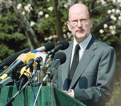 Фразата за 800-те дни бе обявена в обръщението на царя от 6 април 2001 г.
