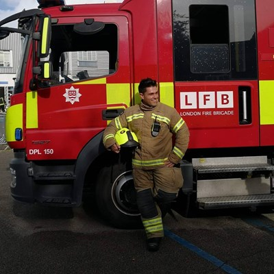 Николай Пенчев заминава за Великобритания преди 4 години и става пожарникар.