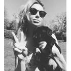 Аби с кученцето си