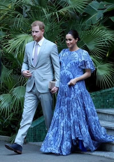 Херцогинята на Съсекс бе зашеметителна в рокля на Каролина Ерера, когато се присъедини към съпруга си принц Хари за среща с крал Мохамед VI СНИМКИ: РОЙТЕРС