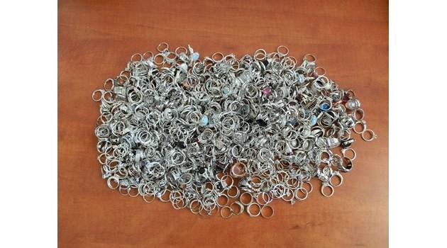 1.6 кг контрабандни сребърни накити откриха на Капитан Андреево
