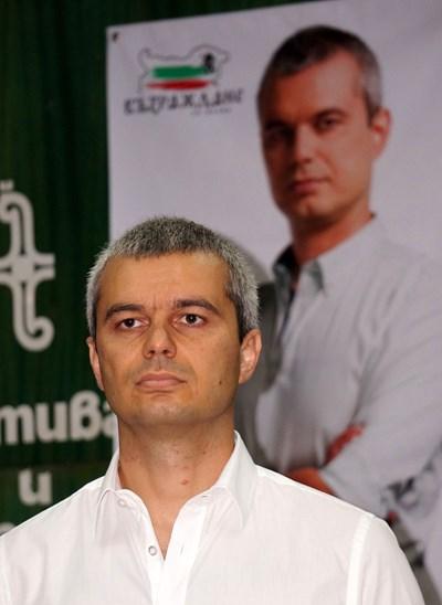 """Лидерът на партия  """"Възраждане""""  Костадин Костадинов"""