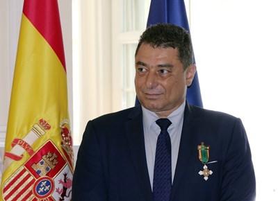 Цветан Панков с медала от испанския посланик