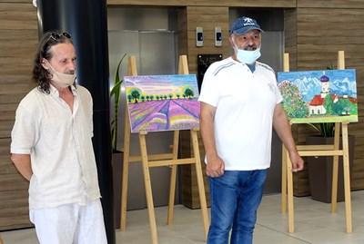 Златин Чаушев /вдясно/ открива изложбага в артиума.