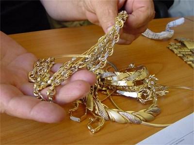 Апашите са отмъкнали златни накити за няколко хиляди лева
