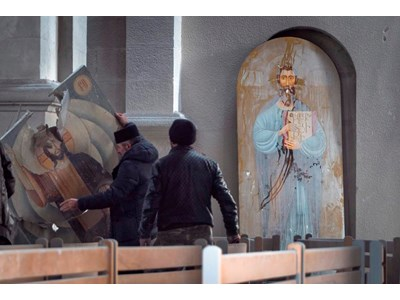"""Иконата на Исус остана цяла след атентата в арменската катедрала """"Свети Христос Спасител – Газанчецоц"""" в Шуши."""