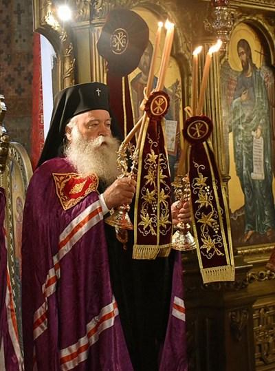 Митрополит Гавриил по време на служба.