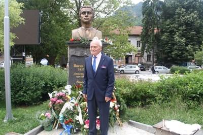 93-годишен счетоводител направи паметник на Левски в Смолян