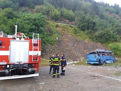 Катастрофиралият автобус  СНИМКА: Пресцентър на МВР