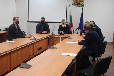 Кметът на община Ямбол Валентин Ревански е внесъл жалба до Районната прокуратура по повод на поредното замърсяване на река Тунджа. Снимка: Община Ямбол