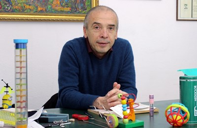 АТАНАС МАНГЪРОВ
