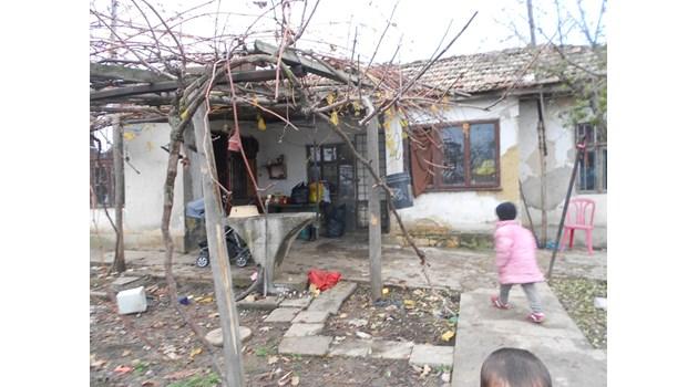 Безработни с 4 деца:  Ако бяхме роми, да са ни спасили
