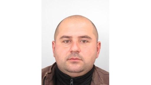 Убиецът от Костенец се криел по покривите на къщи, МВР го дири четвърти ден