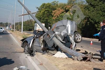 Катастрофа с жертва и скъпа кола се смята за златна мина от адвокатите по обезщетенията. СНИМКА: 24 часа