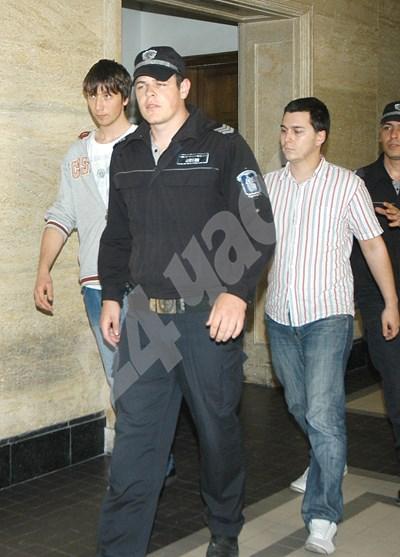 Радослав Кирчев и Александър Георгиев, заснети в съда през 2010 г.