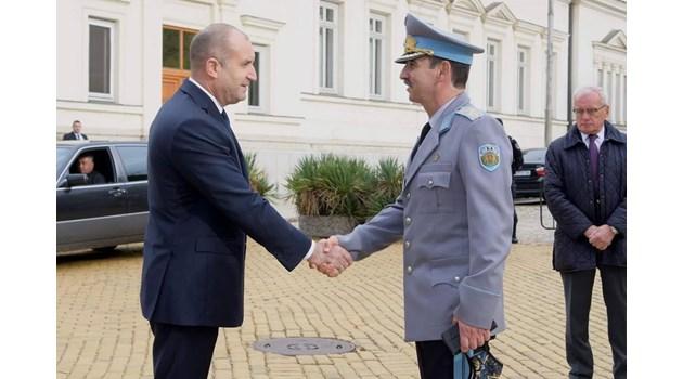 Президентът - под карантина, бил е уведомен за болестта на ген. Петров