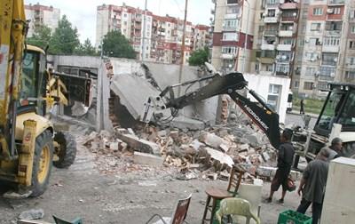 """50 незаконни постройки ще бъдат съборени в """"Столипиново"""", само преди две-три седмици бяха премахнати други 30 СНИМКА: Евгени Цветков"""